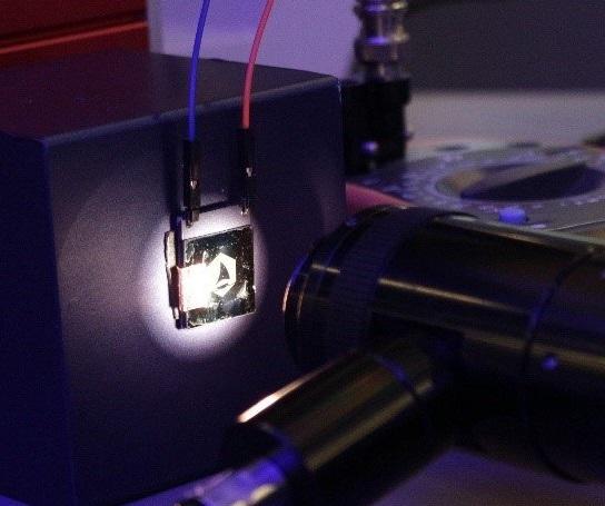 研究员开发400Hz、2500PPI石墨烯显示屏