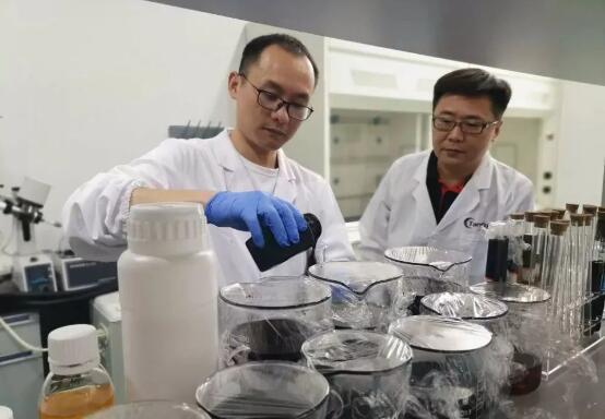 常州碳孚新材料自主研发石墨烯机油节能增效剂