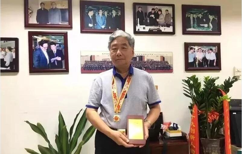 国家荣誉!江南石墨烯研究院名誉院长冯冠平荣获庆祝中华人民共和国成立70周年纪念章
