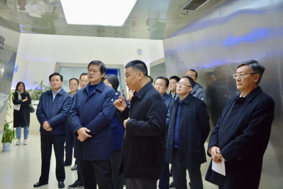 """打造引领产业的""""东方碳谷"""" !省领导调研园区先进碳材料产业链"""
